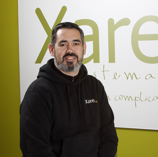 Técnico de redes y hardware en Xare Sistemas, resolvemos tus problemas tecnológicos en 24h
